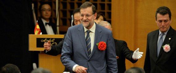 ¡Rajoy-con-una-flor-rojo-PSOE-en-el-pecho-izquierdo-¡Qué-despropósito-de-protocolo-Japonés
