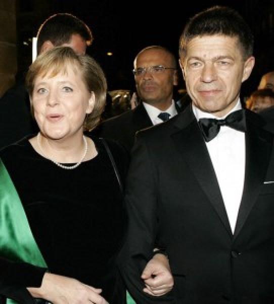 """El marido de Angela Merkel es apodado como """"El Fantasma de la Ópera"""""""