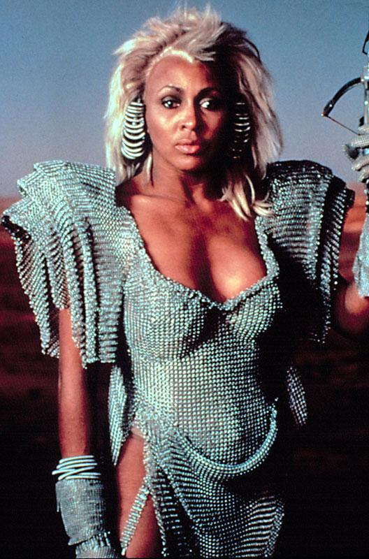 Tina Turner no es cajera del super. Pero da menos miedo que ella.