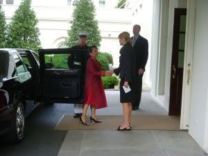 Laura Wills con zapato bajo