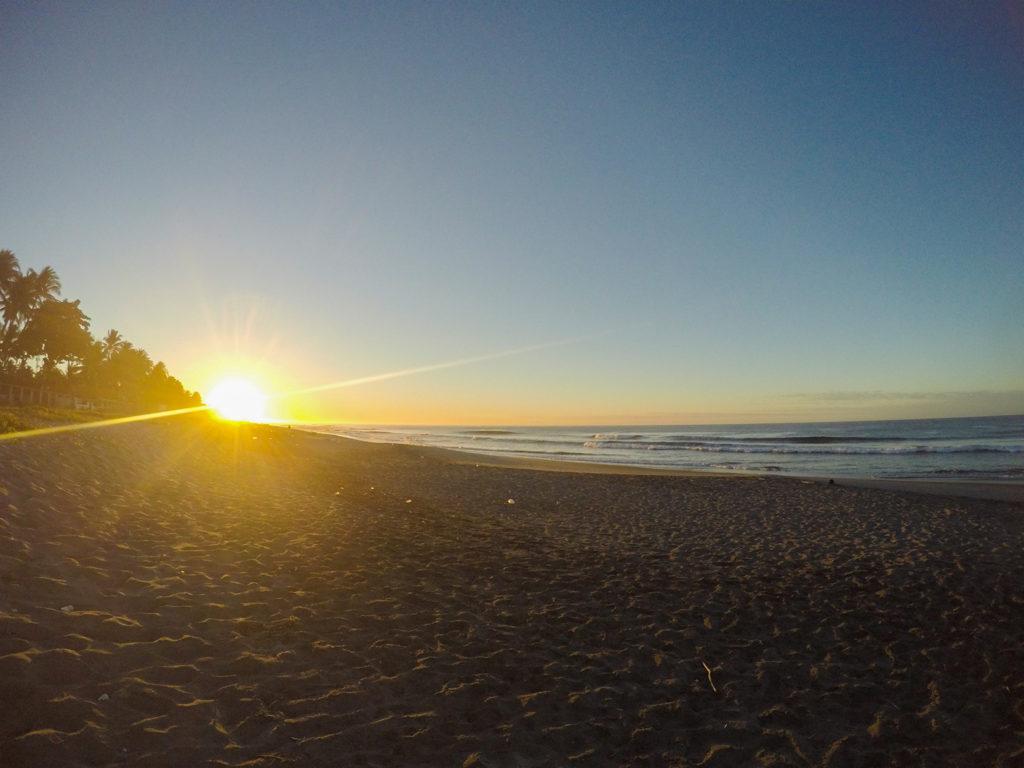 Amanecer en Playa San Diego, La Libertad, El Salvador