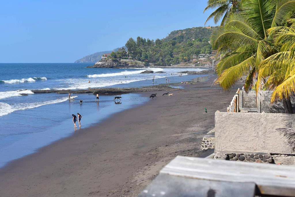 Vista de Playa el zonte, La Libertad. Increíbles olas