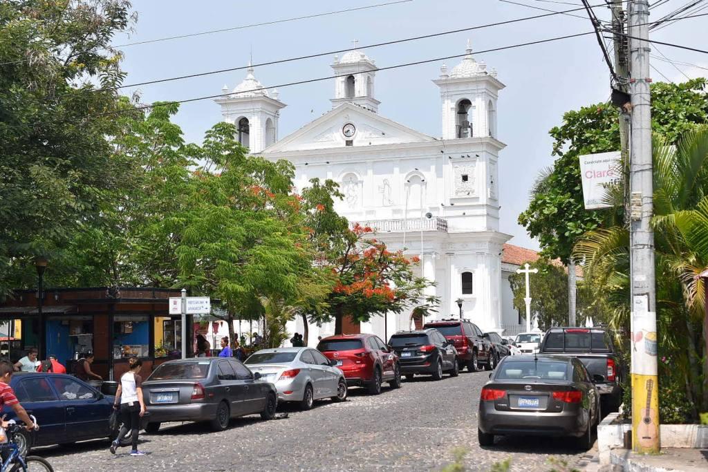 Vista de la parroquia Santa Lucia, Suchitoto, El Salvador