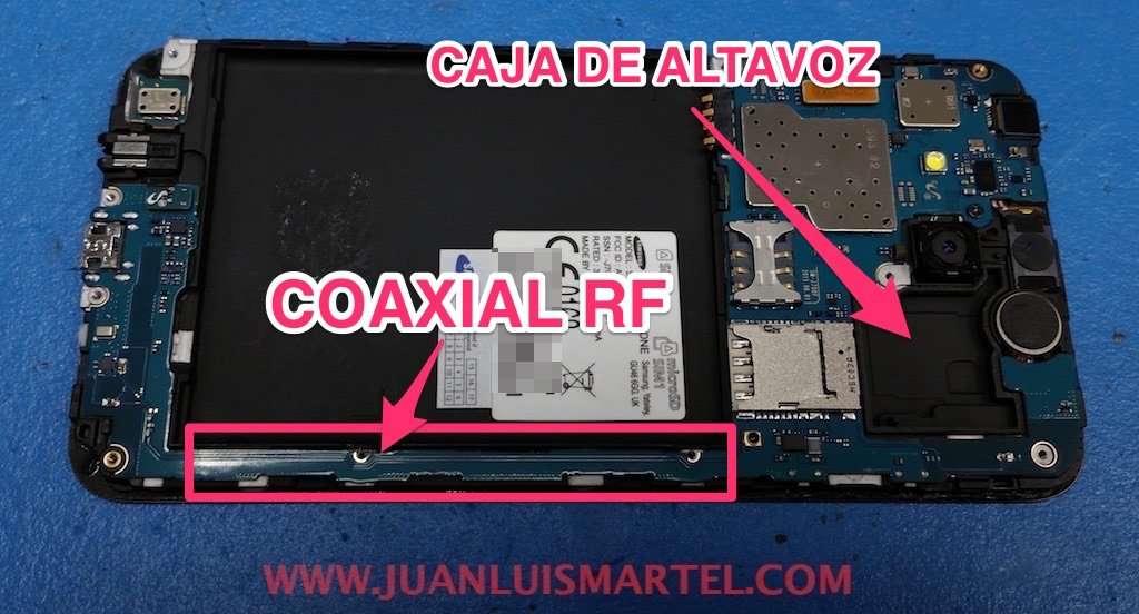 Caja de aluminio en el chasis del teléfono donde va el receiver o el altavoz trasero
