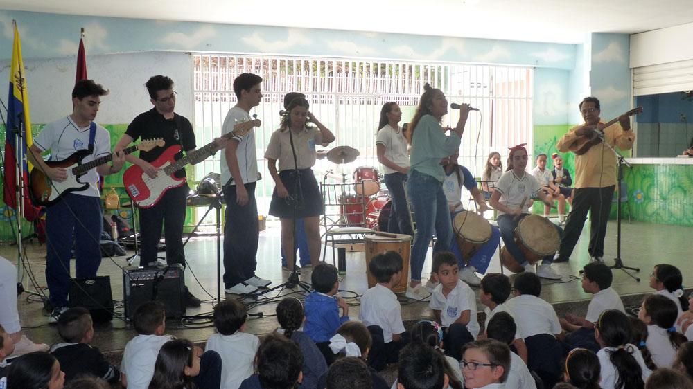 Aprende a tocar un instrumento musical en las actividades culturales vespertinas