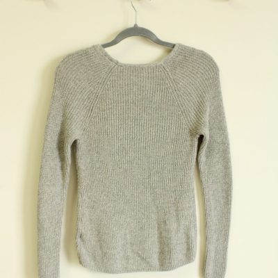 GAP Light Gray V-Neck Knit Sweater | Size XS