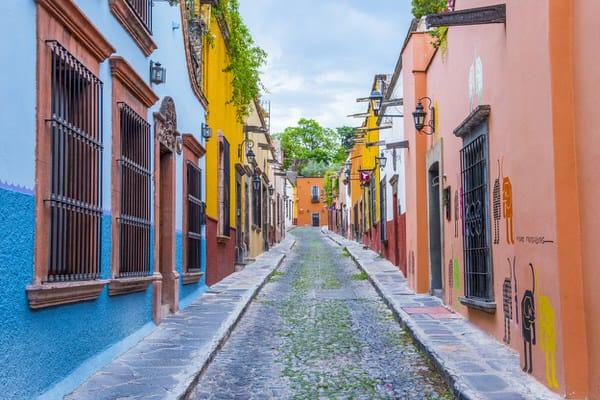 retiring overseas+narrow-street