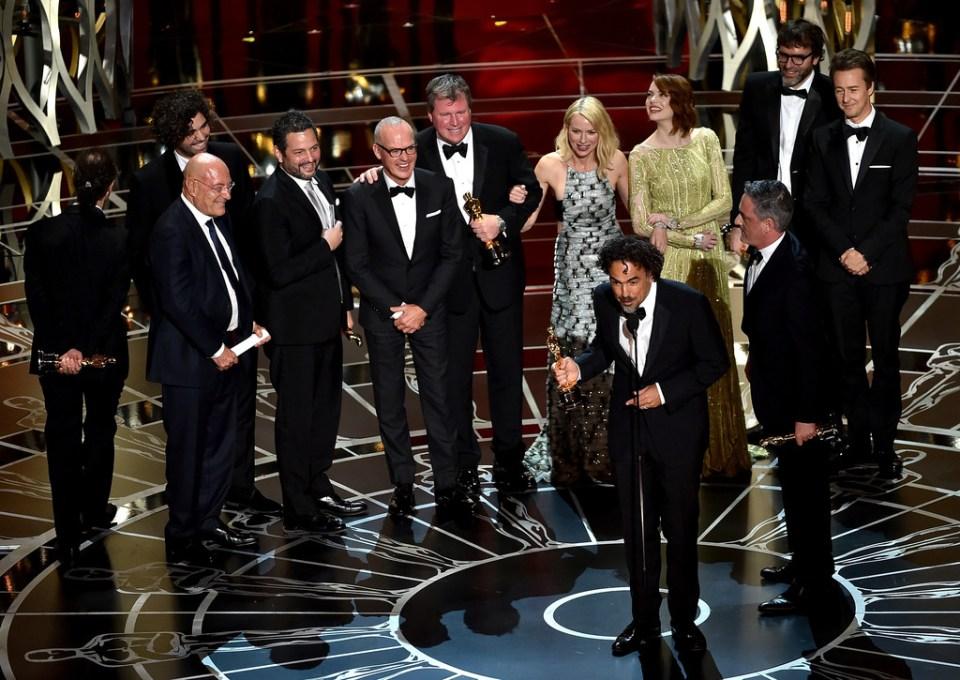 Bruce Wayne, Gwen Stacy e Bruce Banner comemorando o Oscar de melhor filme de Birdman