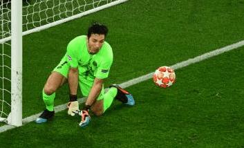 Hangat, Buffon Apes Jadi Penyebab PSG Lolos
