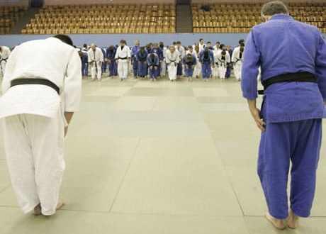Judokas se saluant.