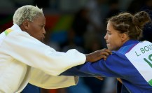 2016 Rio Olympics - Judo - Preliminary - Women -70 kg Elimination Rounds - Carioca Arena 2 - Rio de Janeiro, Brazil - 10/08/2016. Yolande Bukasa Mabika (ROT) of Refugee Olympic Athletes and Linda Bolder (ISR) of Israel compete. REUTERS/Toru Hanai FOR EDITORIAL USE ONLY. NOT FOR SALE FOR MARKETING OR ADVERTISING CAMPAIGNS.