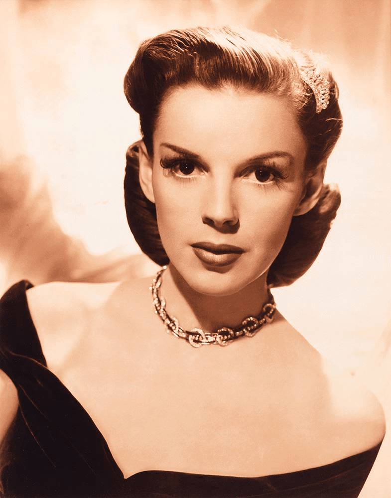 Judy-Garland-1945-MGM-Studio-Portrait