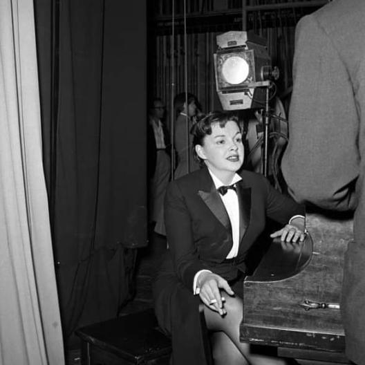 July-6,-1955-(circa)-Pasadena-Civic-Center-dress-rehearsal-for-her-tour-2