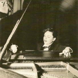 July-6,-1955-(circa)-Pasadena-Civic-Center-dress-rehearsal-for-her-tour