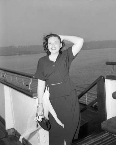 August-12,-1951-Arriving-NY-on-Queen-Elizabeth-from-England
