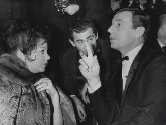 1960-Montand-Paris-spit-curls
