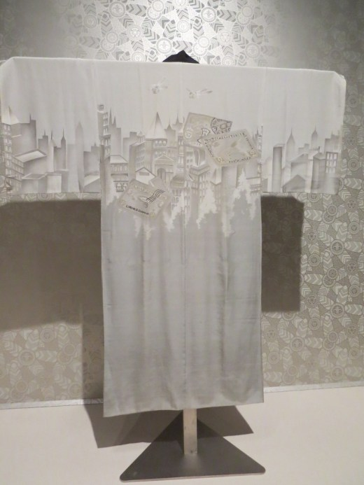 This kimono with itsart deco  city-scape was my favourite.