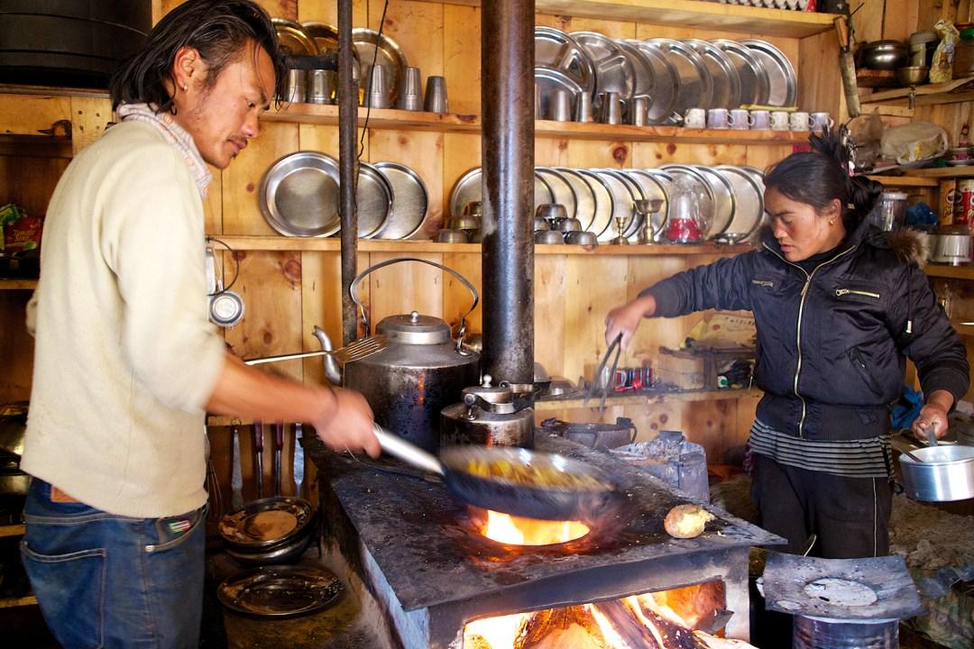 nepal-manang-cooking