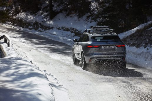 Jag_F-PACE_21MY_43_Location_Driving_150920_SI_031_GLHDa