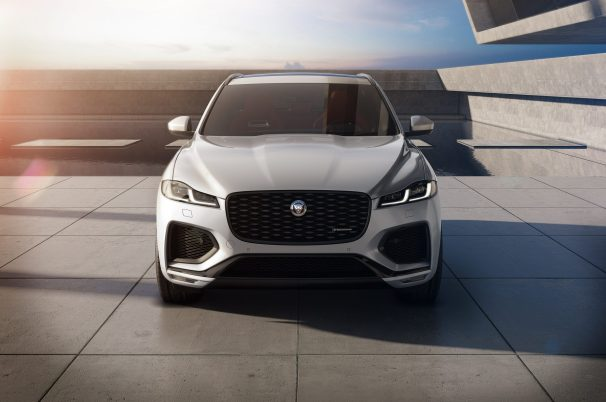 Jag_F-PACE_21MY_Studio_Exterior_Front_RedInt_150920