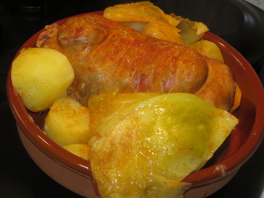 botillo, col y patatas acabados de cocer