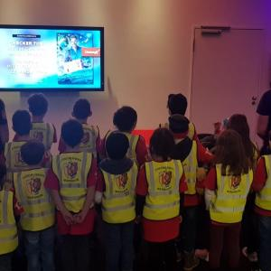 Kindergruppen besuchen Feuerwehrmann Sam