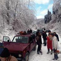 Meštani sami krčili put ka Oruglici, bez struje više od nedelju dana preko 50 sela u Jablaničkom okrugu