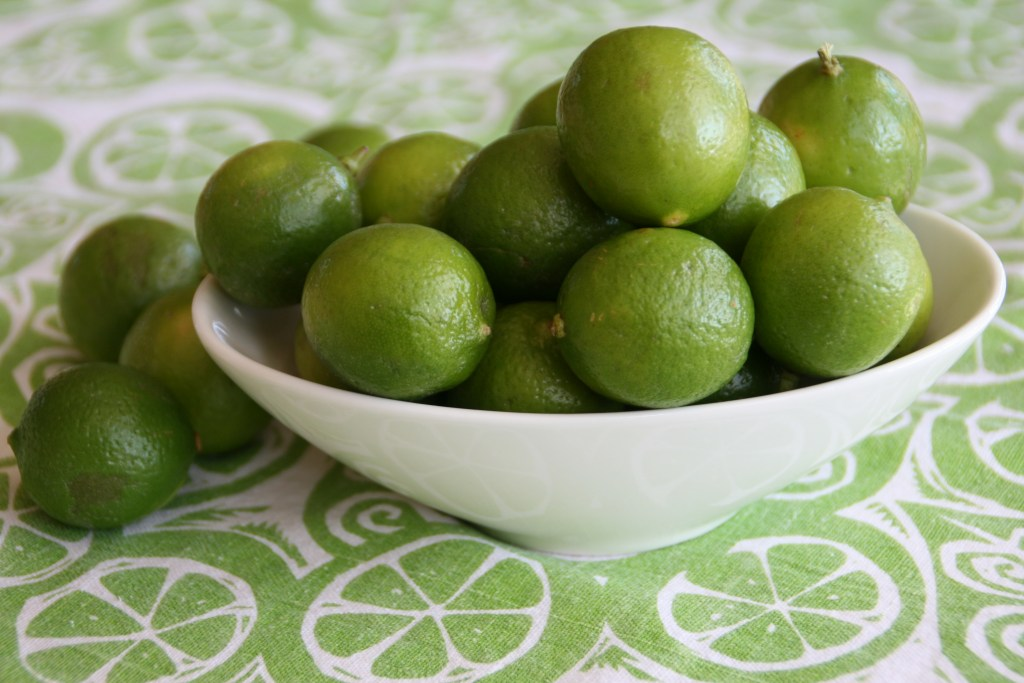 Key-limes-in-a-bowl