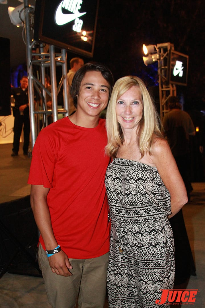 SEAN MALTO AND HIS MOM. WEST L.A. COURTHOUSE. PHOTO BY DAN LEVY.