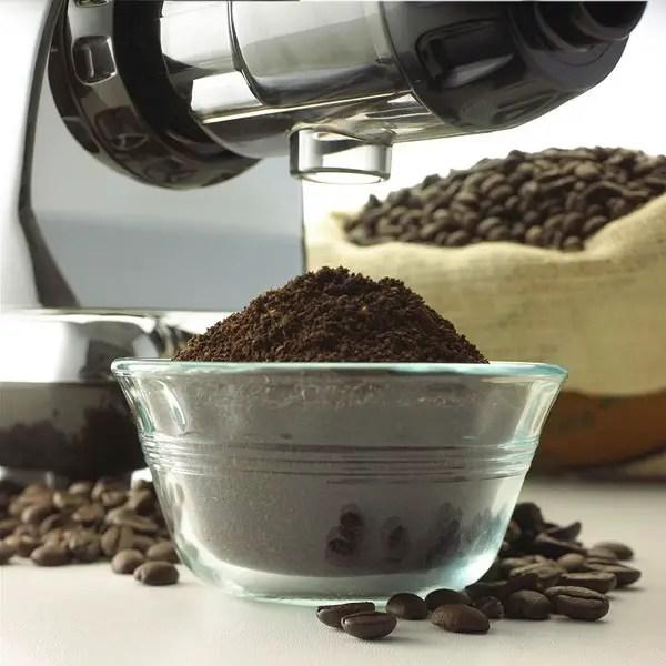 Omega J8006 making coffee