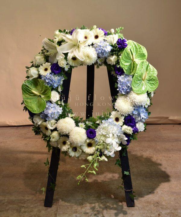 04101-Kneeling Wreath