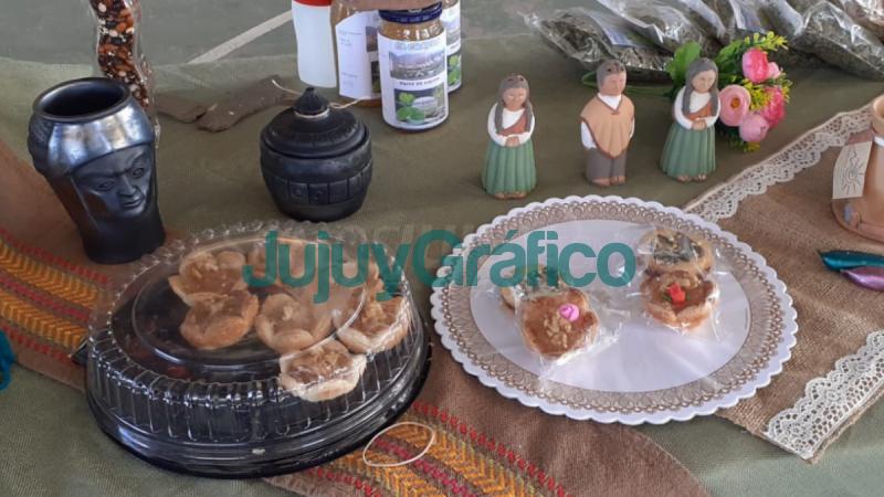 Alfajor de harina de haba con dulce de leche de cabra creacion de estudiantes tilcarenos