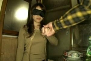 【佐々木恋海】専業主婦が目隠しで突然犯され、パンパン音を立て激しく打ち込まれ快楽イキ!