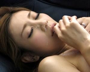【前田かおり】あらら、元カレと再会して自宅で顔射ハメしちゃたの?!無抵抗でカラダを許す不貞美人妻