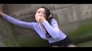 【赤面リモバイ散歩】人妻のワレメに強振リモバイ装着!~~~お願い、止めてぇ~~~