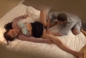 出張マッサージのおばちゃんに、勃起ち○こをみせつけて強引にSEX!逝きまくってる痴態を隠し撮り