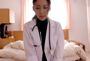 【松下紗栄子】ドクター女医が病室で患者チ●ポをフェラ抜き、その直後に、オペ室で医者と理事長に犯され3P!