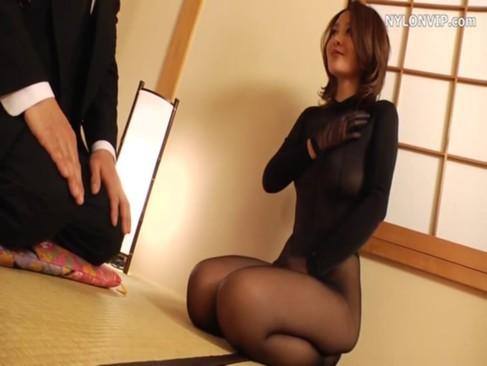 全身黒タイツ姿の妖艶熟年女が和室で生ハメせつくすおばさん!その美貌とスレンダーな美ボディが素敵なおばさんの動画