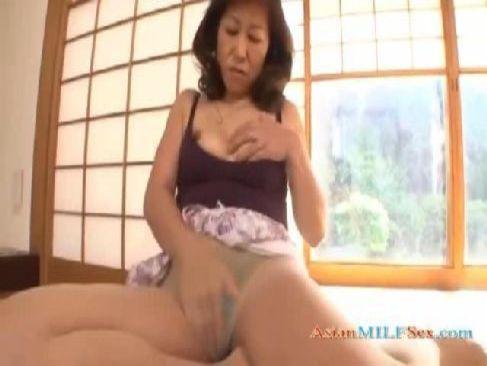 高齢者の性画像ブログで欲求不満な還暦老女がおまんこあだるとを弄るオバチャンノ-パン
