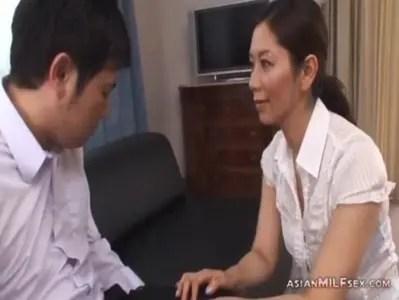 翔田千里が童貞に性教育しちゃう