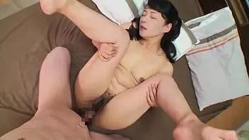 垂れ乳な美熟女の人妻がおまんこを濡らし敏感に体を反応させて昇天していく無修正ハメ撮り動画