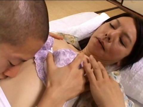 田舎の六十路熟女母が童貞の息子を筆おろしして親子の絆を深める日活 無料yu-tyubu 昭和