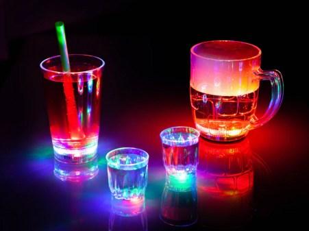 Blinkende Partyglas , festglas med lys i, lys i flag,  Blinkende festglas, gaver til max 40 kr, gaver til 40 kr, pakkelegsgaver, gaver til pakkelegen til max 40 kr