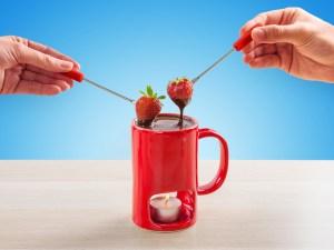gave til pakkelegen, sjove gaver, fondue kop, kop til fondue,
