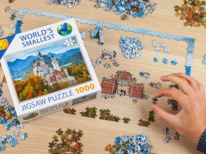 verden mindste puslespil, lille puslespil, puslespil med små brikker, miniature puslespil, mandelgaver 2020, pakkeleg, mandelgaver til børn, sjove pakkeleg gaver,