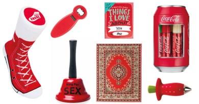 Røde gaver til pakkeleg, Pakkeleg 2021, Orientalsk tæppe mussemåtte, sjove mussemåtter, skøre gaver til pakkelegen, røde gaver til pakkelegen, billige gaver til pakkelegen, pakkeleg 2021, sjove faver til bedstefar, læbepomade med coca cola, coca cola læbe promade, coca cola lip balm, røde gaver, gaver i rød, sneakers strømper, strømper der ligner sko, jordbær piller, klokke til sex, sex klokke,