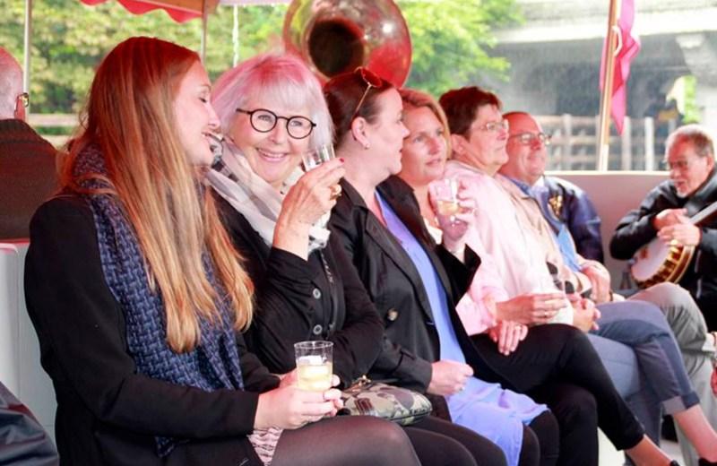 Gin & Tonic Cruise hos Odense Aafart, Gin & Tonic Cruise i Odense, oplevelser i Odense, oplevelsesgaver i Odense, G&T cruise