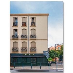 Quartier, Au coin d'une rue à Perpignan par Yvon HAZE