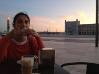 Enjoying the sunset with an expresso near the river, in Praça do Comércio