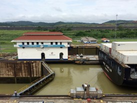 To minimize the amount of escavation needed, an artificial lake was built in the middle of the canal. Because the water level of the lake is higher than that of the ocean, a set of locks are needed to raise and lower ships